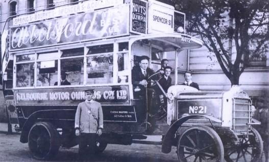1912_Daimler_CC_bus